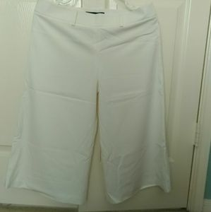 A very nice crop pants in white/ light cream color